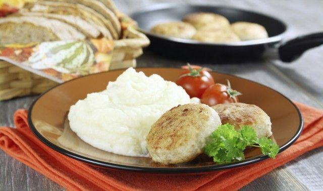 Polpette di pane e patate: una ricetta semplice e sana preparata con il pane avanzato