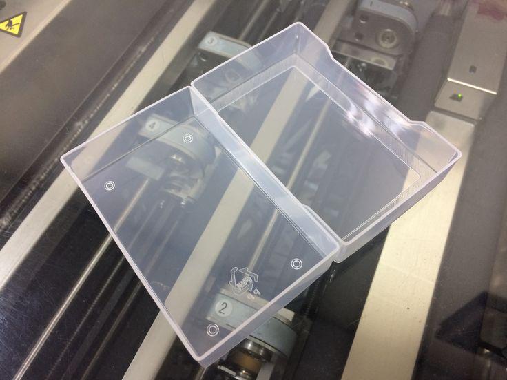 반투명 100매용 명함케이스 입니다. 신규 금형으로 마감이 깨끗하고 이격이 좁혀져 뚜껑이 쉽게 떨어지지 않게 조정되었습니다.