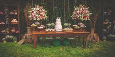 inspiração de hoje: mesa linda, divina, com os piscas no fundo, sou super a favor dos piscas na decoração de um casamento ao ar livre