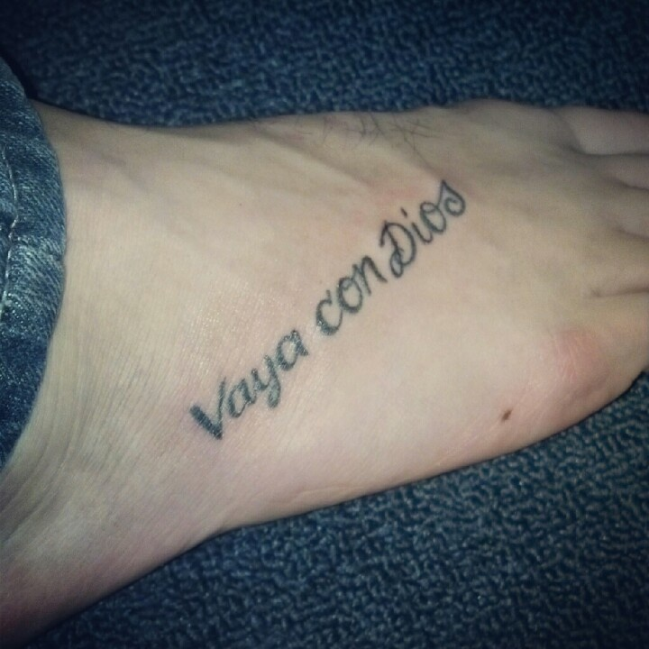 Vaya con dios foot tattoo it means go with god in spanish for Tattoo in spanish