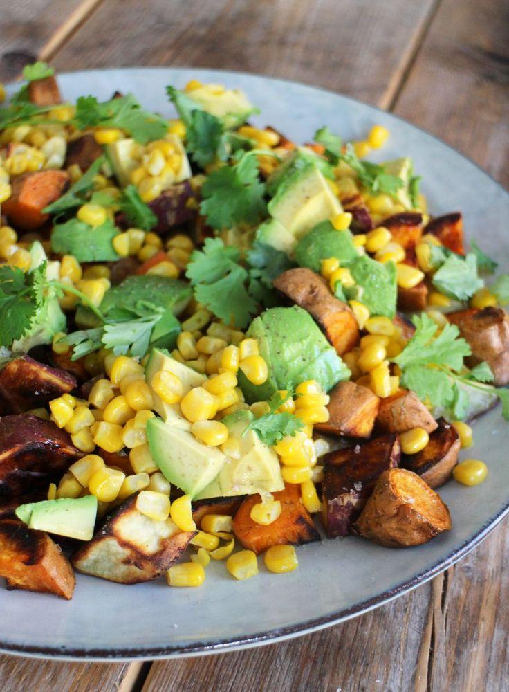Geroosterde zoete aardappel met avocado is een killer combo en al helemaal samen…