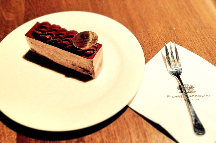 the chocolate cake is very delicious  and rich!!