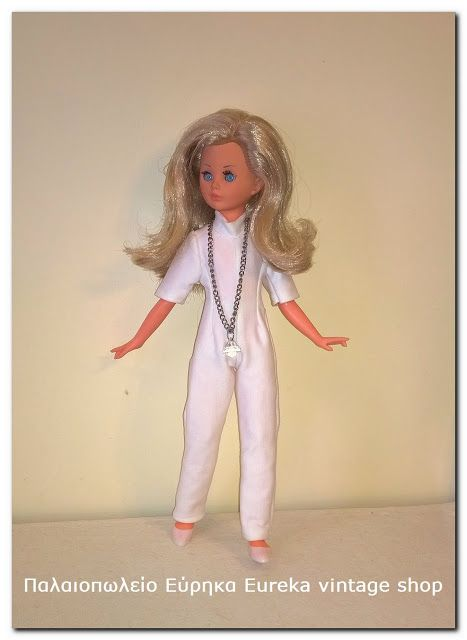 Το Εύρηκα Eureka για πρώτη φορά μέσα από την σελίδα του παρουσιάζει μια από τις πιο δημοφιλείς κούκλες της δεκαετίας 1960's που μαζί με τις κούκλες Alta Moda της Furga αποτελούν κάποιες από τις πιο περιζήτητες κούκλες τις περιόδου εκείνης διεθνώς. Η κούκλα Corinne της εταιρίας Italocremona βγήκε στην παραγωγή το 1965 και παρότι η εταιρία σχεδίασε πολλές κούκλες μανεκέν, η Corinne έμελε να γίνει η πιο αγαπημένη απ' όλες και να μείνει στην γραμμή παραγωγής εως το κλείσιμο περίπου της εταιρίας…