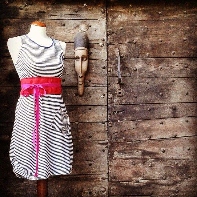 Jersey di lino e cintura obi in tessuto da arredo.  Linen jersey and obi belt in furnishing fabric.