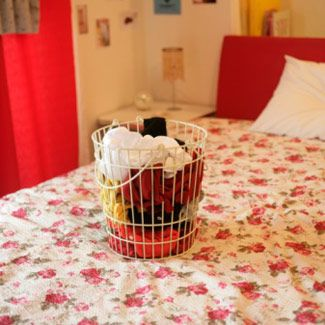 13 steps to a bedroom makeover. We could do this in a weekend @EmilyBeile