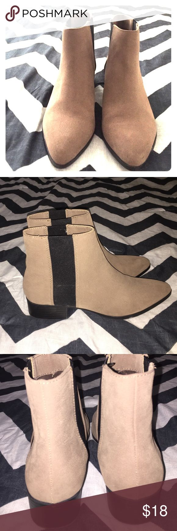 Women's Chelsea Boot Light tan black base boot. Worn only once in excellent condition. H&M Shoes Ankle Boots & Booties