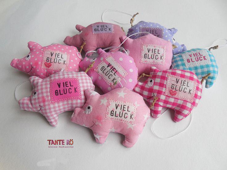 Glücksschweinchen - Glücksschwein Gertrud - ein Designerstück von TanteRoe bei DaWanda