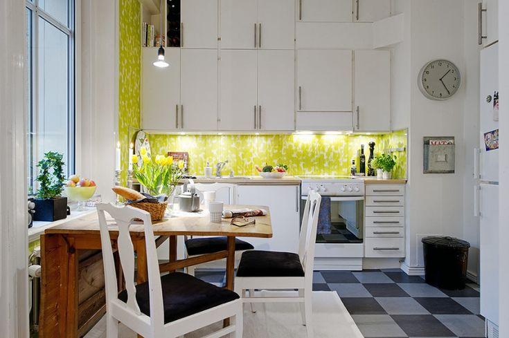 Необычный фартук с освещением ярко-салатового цвета, геометрические шкафчики и шахматный пол в дизайне кухни