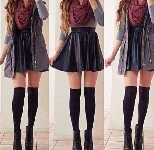 Inspiration jupe noir écolière je peux mettre pareil le tee shirt gris ms au lieu de la parka grise mettre ma parka kaki