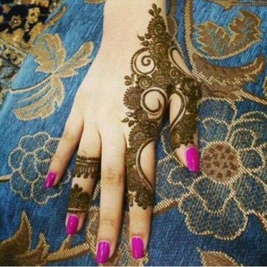 Professional henna on Hands and Feet/ Mehndi on Hands and Feet services at Indus Boutique, Fairfax, VA www.indusboutique.com/henna-on-hands-feet.php