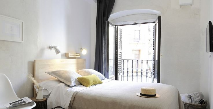 MADRID sleep at: Hostel The Hat - tips for a perfect weekend off in Madrid on Leff Interiorstyling - http://www.leffinteriorstyling.com/city-guide-madrid/