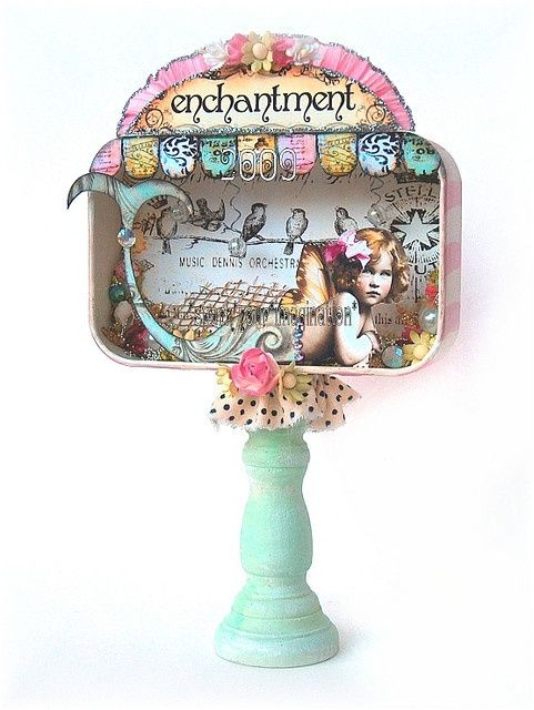 Altered Art Jewelry Ideas   Just figured out these are done in Altoid tins, it only took me an ...