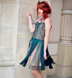 Let's JAZZ it! Oliviana poartă o minunată rochie TinaR anii '20 pe care o puteţi cumpăra de pe http://www.tinar.ro/rochii/party.html!