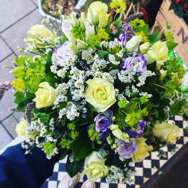 Happy Friday Everyone Friyay Fridayfeeling Weekend Flowerfriday Handtied Flowers Flowershop Flowerdelivery Florist Londonflorist W Flower Delivery