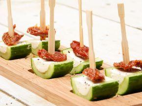 Komkommerhapje met kruidenkaas. Lekker hapje voor de feestdagen. Snel en makkelijk.