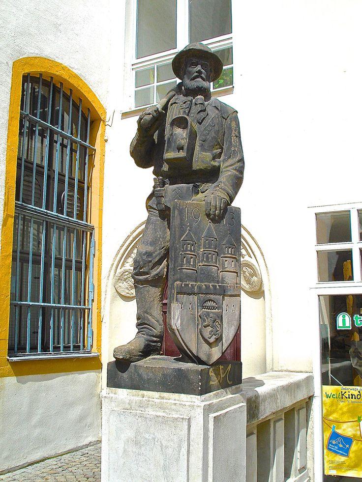 ... monumento in bronzo al minatore presso il Bergbaumuseum nel centro storico - Freiberg (D) - 01 lug 2007 - © foto di Umberto Garbagnati -