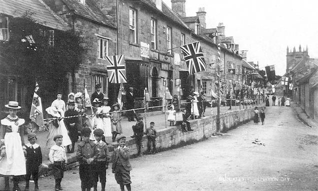 Looking eastward on High Street, Blockley, England.  [from Alan Taylor's site on Blockley, History]