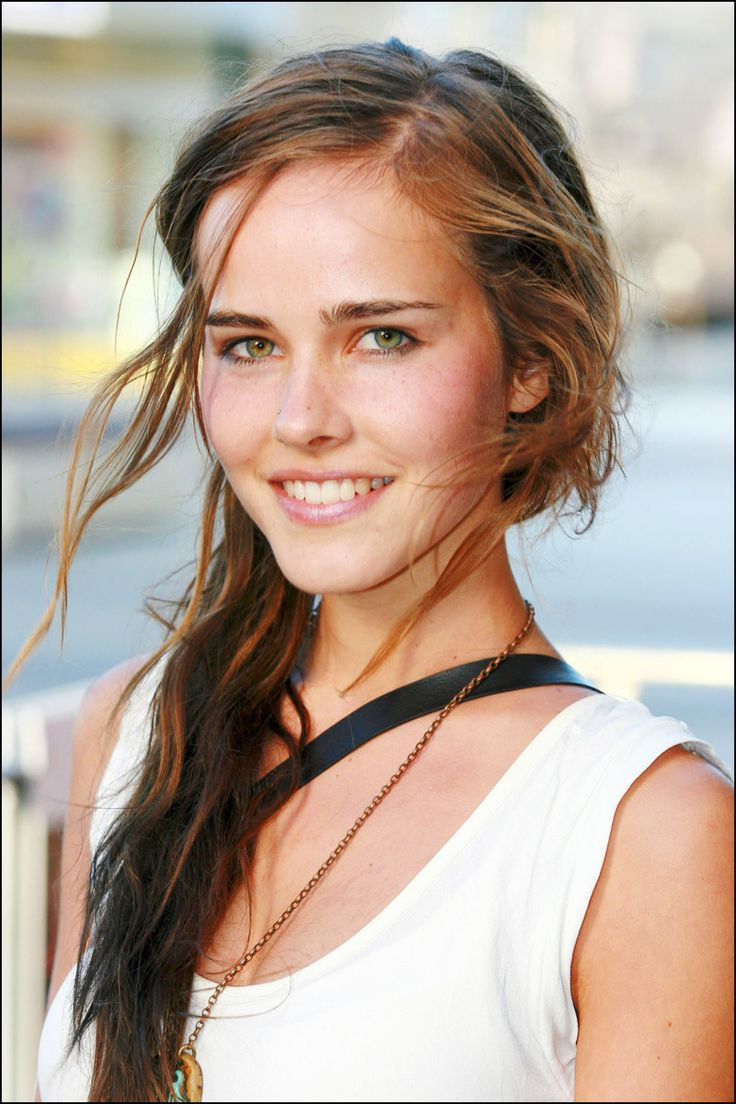 Isabel Lucas  *winning smile*   <3