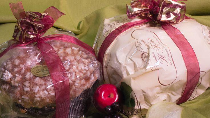Panettoni tradizionali, con la glassa, le uvette e i canditi e panettoni farciti, tripudio di gusto e dolcezza. Con gocce di cioccolato, marmellate, pere e cioccolato…tante combinazioni sfiziose, per rendere speciali le tue feste!
