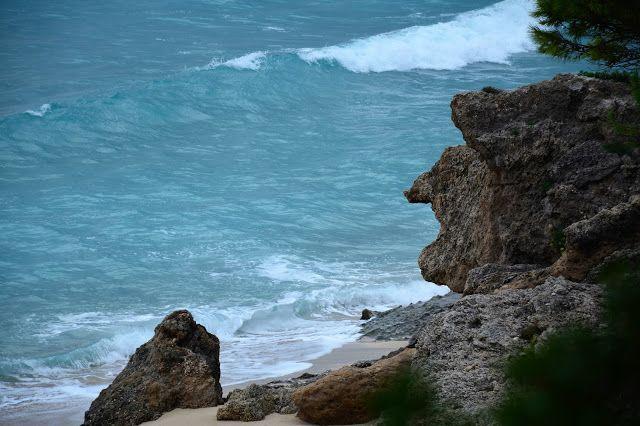 """M  o   m   e   n   t   s   b   o   o   k   .   c   o   m: Ο βράχος, σμιλεμένος απ' τα κύματα - σαν """"γριά"""" - ..."""
