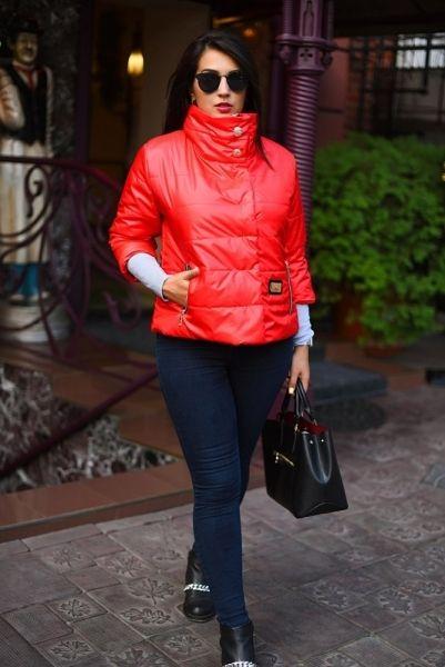 Модная женская куртка на синтипоне с укороченным рукавом большой размер красная