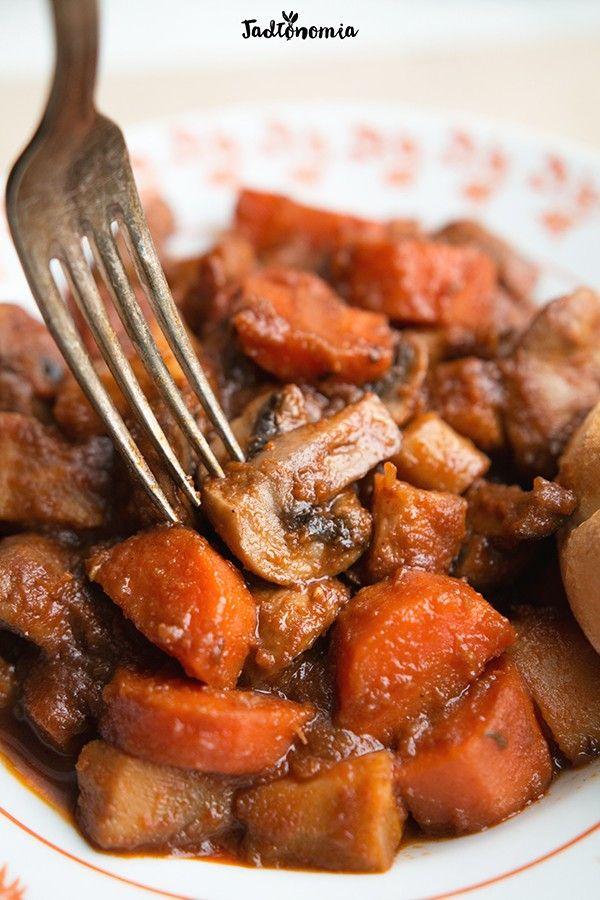 Wegański gulasz węgierski » Jadłonomia · wegańskie przepisy nie tylko dla wegan