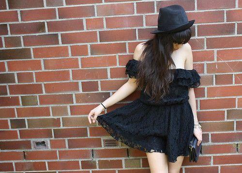 Black dress + black hat = ♥