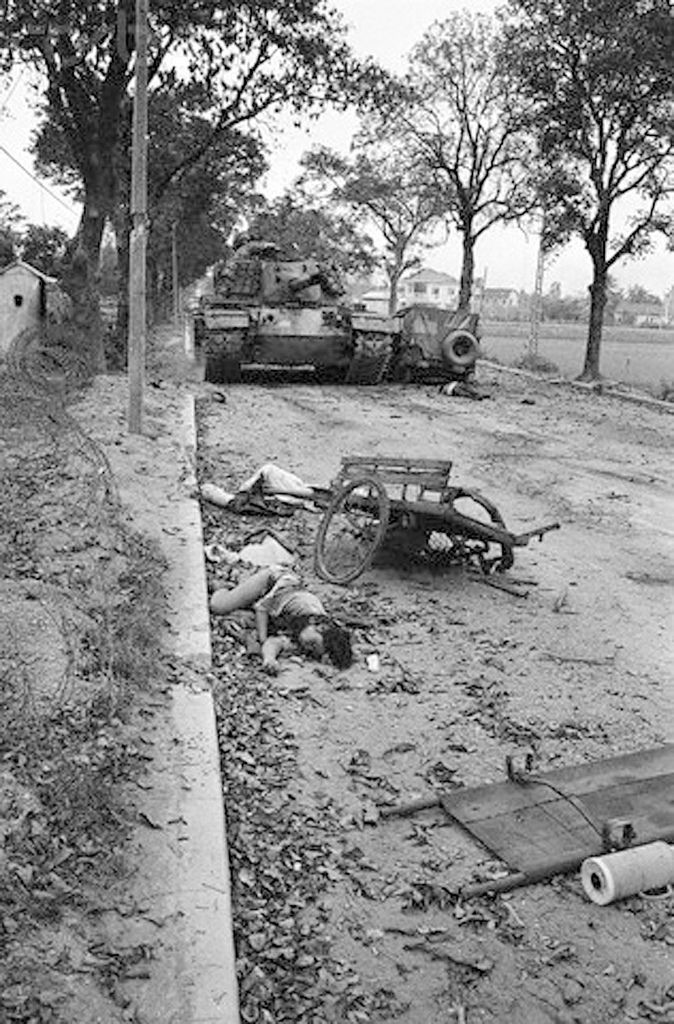 03 Feb 1968, Hue | South Vietnam --Two Vietnamese bodies and a crumpled cart lie in the path of a tank, while a third body lies behind the wreckage of a jeep, during the height of the battle for Hue. A U.S. spokesman reported Feb. 6th, that American Marines hauled down the Communist flag and recaptured the city. https://flic.kr/p/fqJpaR |