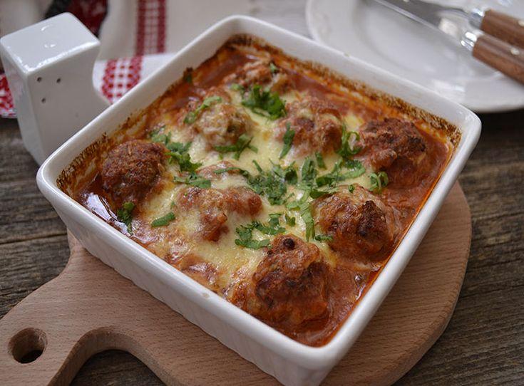 Chiftelute cu mozzarella si sos de rosii cum se prepara.Cele mai bune chiftelute cu mozzarella. Chiftelute din carne de vita cu mozzarela si sos de rosii