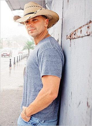 Kenny Chesney is my favorite male country artist. Love his music, and of course, he's a great looking guy!