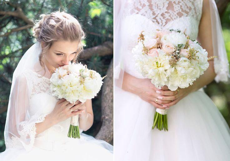 Классическая свадьба и классический белый букет невесты из пионов и роз Classical wedding and bridal bouquet of peonies or a classic white bridal bouquet