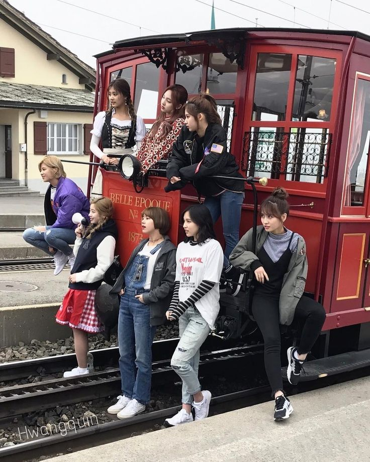 I am so blessed! TWICE be taking pictures at awesome places in Switzerland My heart can't handle it! They are so photogenic!!! 170414 Credit: HwangQuin Twitter #twice #트와이스 #once #원스 #nayeon #나연 #jeongyeon #정연 #momo #모모 #sana #사나 #jihyo #지효 #mina #미나 #dahyun #다현 #chaeyoung #채영 #tzuyu #쯔위