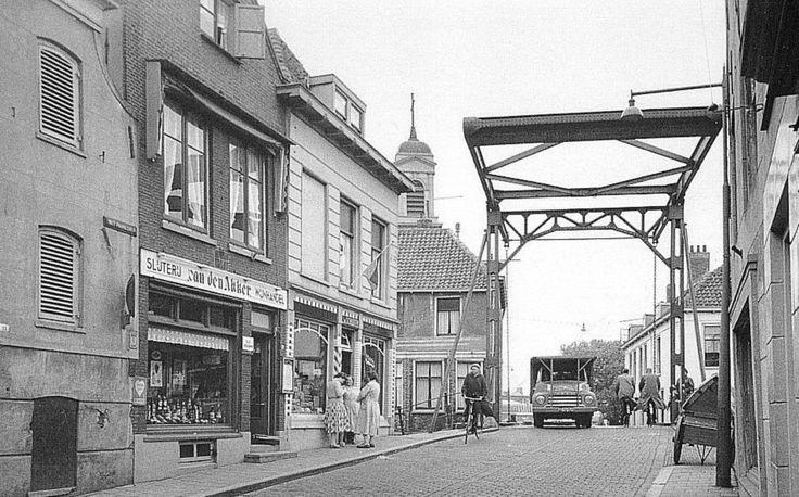 Overschiese Dorpsstraat, 1956.