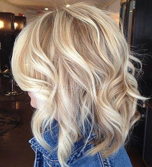 félhosszú hullámos frizurák - hullámos félhosszú frizura