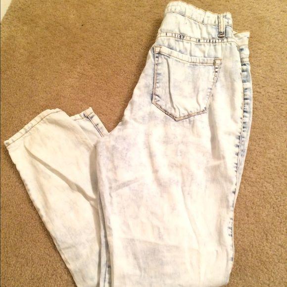 Nicki Minaji whitewashed high wasted jeans High wasted. Holes in legs. Size 7/8. Very stretchy. Nicki Minaji Jeans Skinny