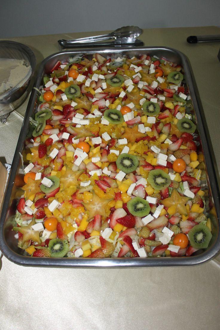 Deliciosa ensalada de frutas para una comida especial de celebración.