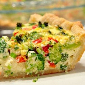 Christmas Quiche and more of the best healthy Christmas recipes on MyNaturalFamily.com #christmas #recipe