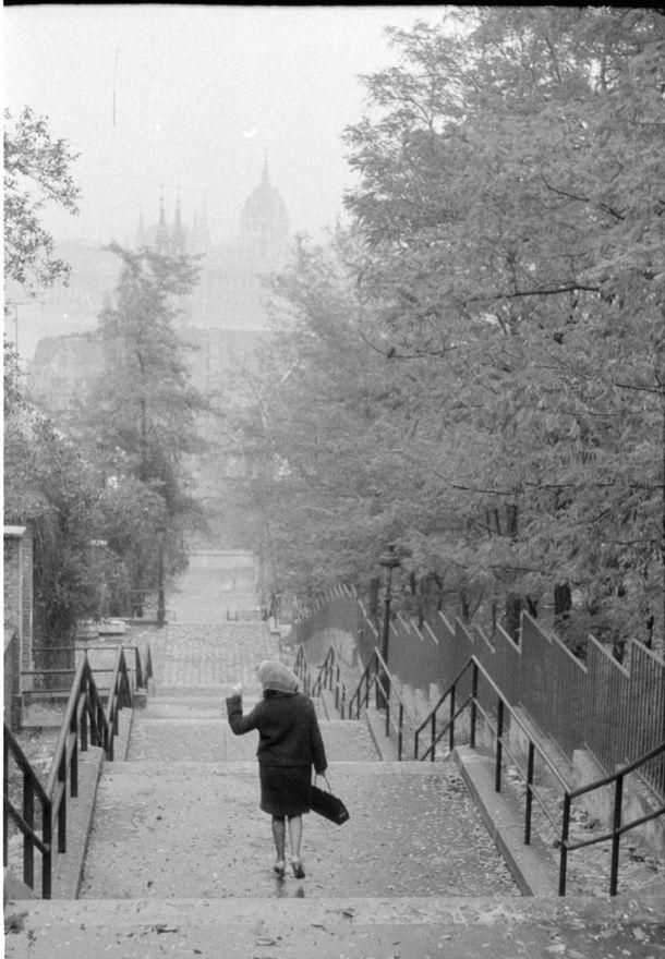 Búcsúzás, 80-as évek (Fotó: Chochol Károly / Budapest Galéria)