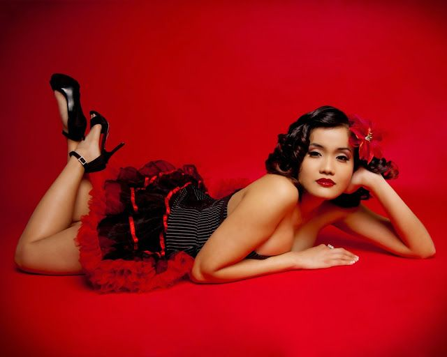 Estúdio de fotografia, transforma mulheres desconhecidas em atractivas Pin Ups! | Cultura | ChiadoNews