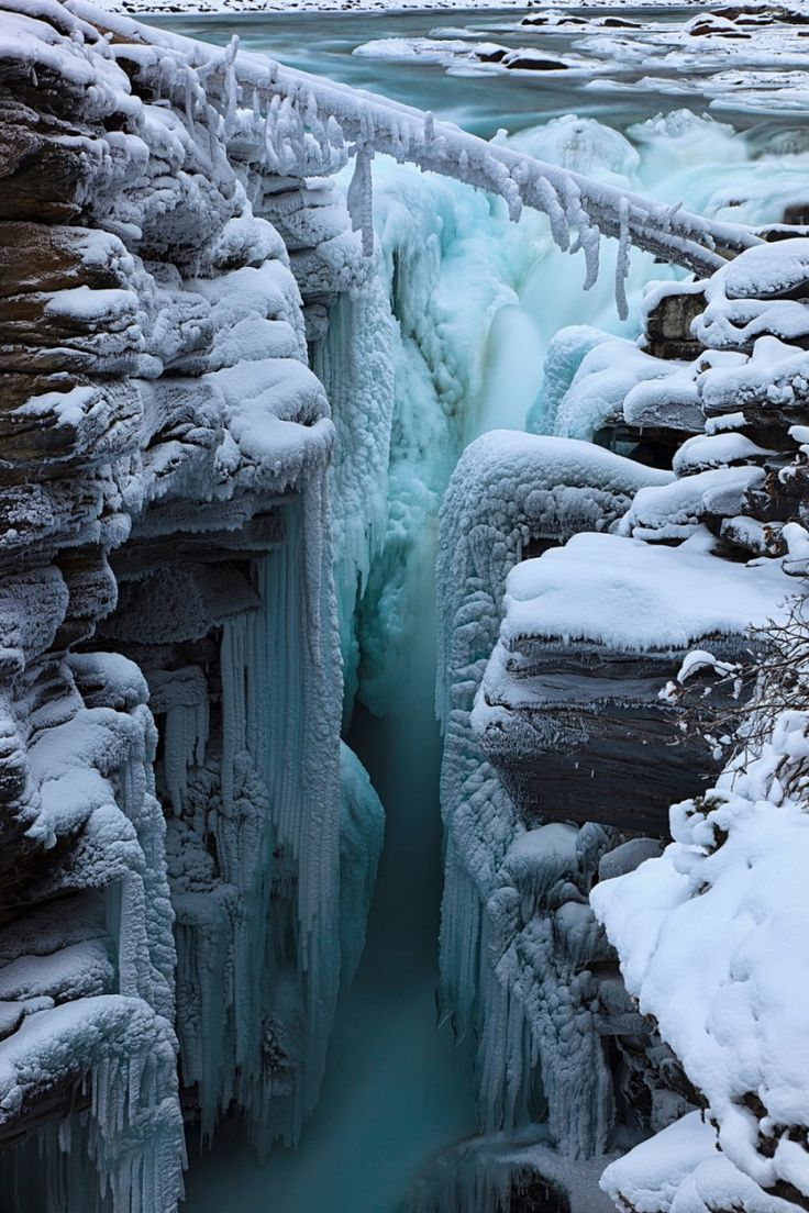 Athabasca Falls in the winter,so quiet a totally different