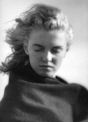 EMOTIONS : C'est lors de cette séance photo qu'André De DIENES demande à Norma Jeane d'exprimer, les cheveux dans le vent, des émotions telles que la joie, la peur, la tristesse...