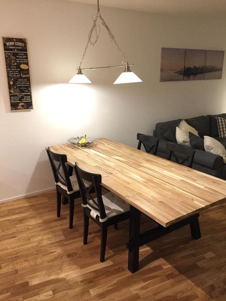 Lange tafel der gro e esstisch aus holz bietet platz f r for Grosse esszimmertische aus holz