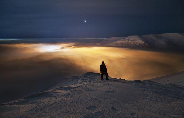 Над бездной фотография, туман, пейзаж, Россия, горы, ночь, Люди