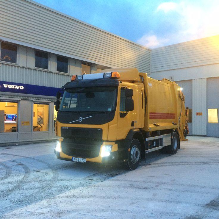 2015-01-02 och där med årets första leverans. En ny sopbil till Kumla Kommun. Volvo FE280, 4x2, byggnation från JOAB