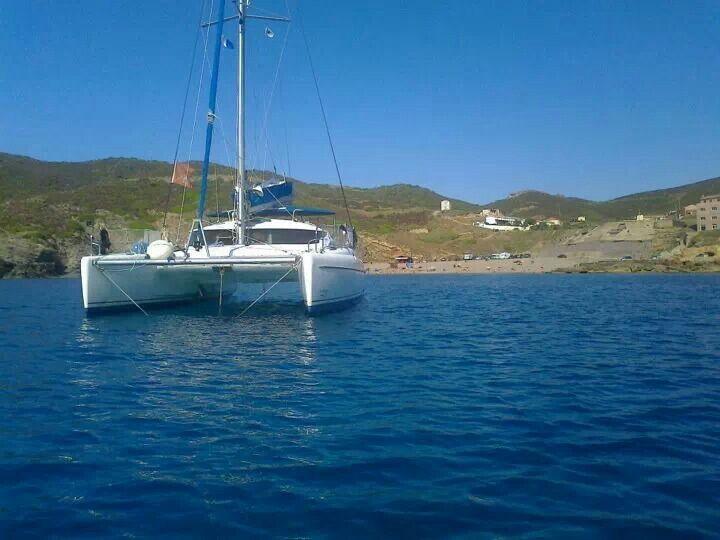 #buongiorno #mondo ....siete pronti per un bel #tuffo davanti all' #argentiera #frana #sardegnanordovest #catamarano #charter #chartercatamarano
