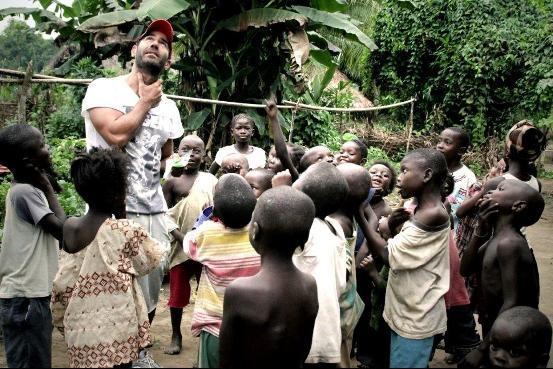 Immersion: Βουτιά σε μια άλλη πραγματικότητα. Τρίτη 26/3 στις 22.15 στον ΑΝΤ1. Δείτε το ντοκιμαντέρ του Αντώνη Κανάκη από το ταξίδι του στη Σιέρα Λεόνε με την ActionAid. Μην το χάσετε!     © Sierra Leone 2012, Vicky Markolefa/ActionAid