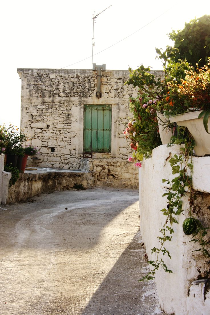 Old. Street. Ancient Polyrrinia. Crete. Greece.  Photo: http://se.pinterest.com/berggren_f