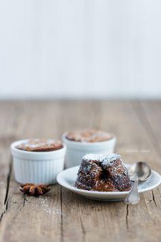Einfaches Schokoladensoufflé mit flüssigem Kern