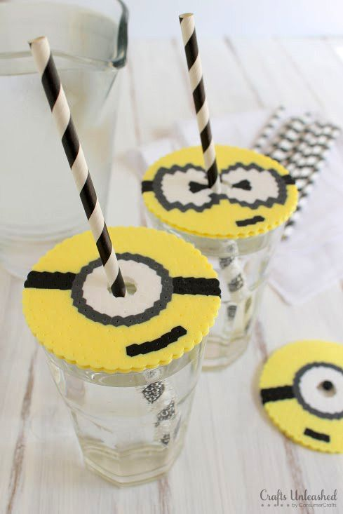 """Haben die Minions es dir und Deinen Kindern auch so angetan? Und Du planst einen Kindergeburtstag zu diesem Motto? Was hältst Du von """"Bügelperlen basteln""""? Diese Vorlage fanden wir besonders süß. Danke für diese schöne Idee! Dein balloonas.com #kindergeburtstag #balloonas #spiel #bügelperlen #diy #minion #vorlage"""