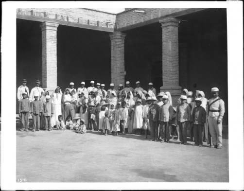 A group of about forty-four women and children Yaqui Indian prisoners under guard, Mexico, ca.1910 :: California Historical Society Collection, 1860-1960